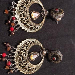 Pierced earrings hoop style